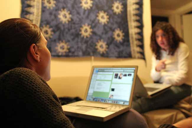 Stare con gli altri, dentro e fuori Internet